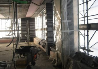L'intervento ha interessato i pilastri di un edificio civile ad uso uffici sita in Milano in sede di  adeguamento sismico mediante l'applicazione del sistema di rinforzo strutturale in fibra di carbonio CARBOSTRU® C-System M+N+
