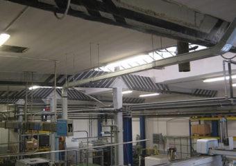 Rinforzo strutturale di 12 travi reggenti la copertura di un edificio industiale in ca, mediante l'applicazione del sistema CARBOSTRU® T-System.