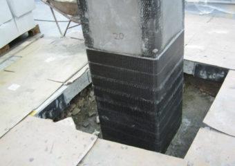 Adeguamento sismico al 60% dell'azione prevista delle NTC mediante: connessioni tra gli elementi prefabbricati (collegamento Pilastro-Trave, Trave-Tegolo, Pilastro-Pannello orizzontale di facciata, Trave-Pannello Verticale di facciata), rinforzo a pressoflessione e taglio dei pilastri CARBOSTRU® C-System il rinforzo dei plinti prefabbricati SEISMIC SLAB® (PATENTED)