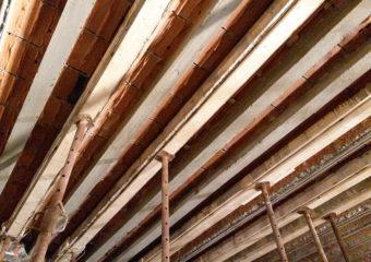 Risanamento e rinforzo strutturale di 49 travetti appartenenti all'impalcato di copertura del piano interrato di un immobile parte della Galleria Passarella, mediante l'applicazione del sistema CARBOSTRU® T-System.