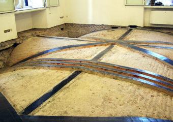 Rinforzo strutturale di una volta a botte lunettata sita all'interno della Sede del Parlamento Europeo in Via IV Novembre a Roma.